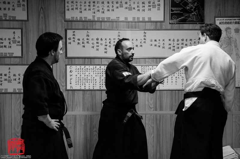 Альберто выполняет технику мацуба дори (нидан) на Даниэле